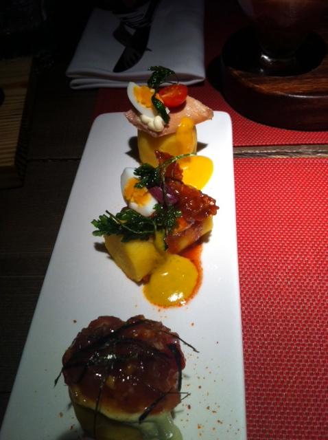 Anticuchos (batata, milho, alho):  carne, peixe e frango