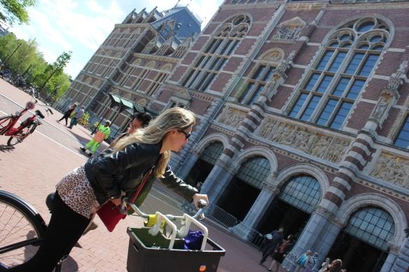 Em frente ao museu Rijksmuseum