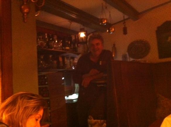 O chef Roberto batendo papo com a gente.